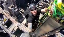 امریکی ورکر نے عمارت پر چڑھ کر بنائی گئی اپنی ویڈیو شیئر کردی