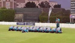 حسن علی نے ٹیم کے سجدۂ شکر ادا کرنے کی تصویر شیئر کردی
